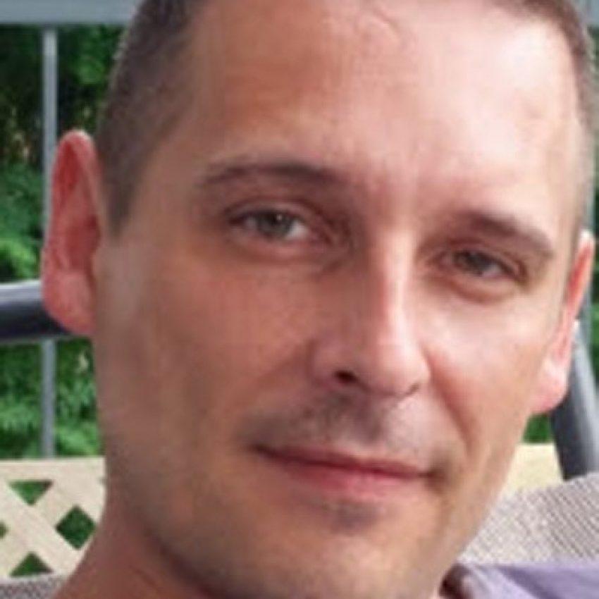 Headshot Alain B